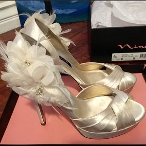 NINA Maybell Mother of Pearl wedding shoes. Size 8